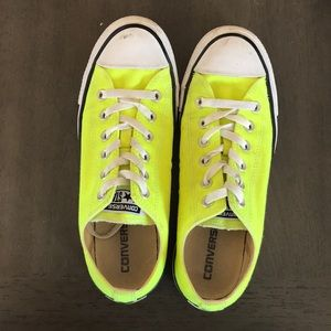 Bright yellow low top converse. Men's 7, women 9